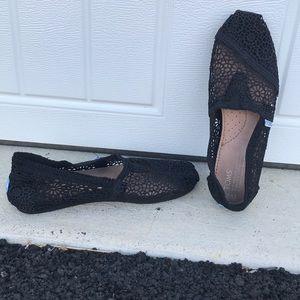 Toms crochet girls slip on shoes-black never worn